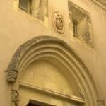 Porxada d'una de les moltes esglésies de Casteddu (Sardenya)
